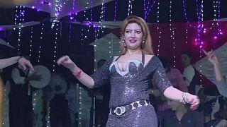 Égypte:  la danse pour défier la crise