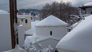 Ελλάδα: Νέο κύμα ψύχους - Χιόνια και στην Αθήνα (vid)