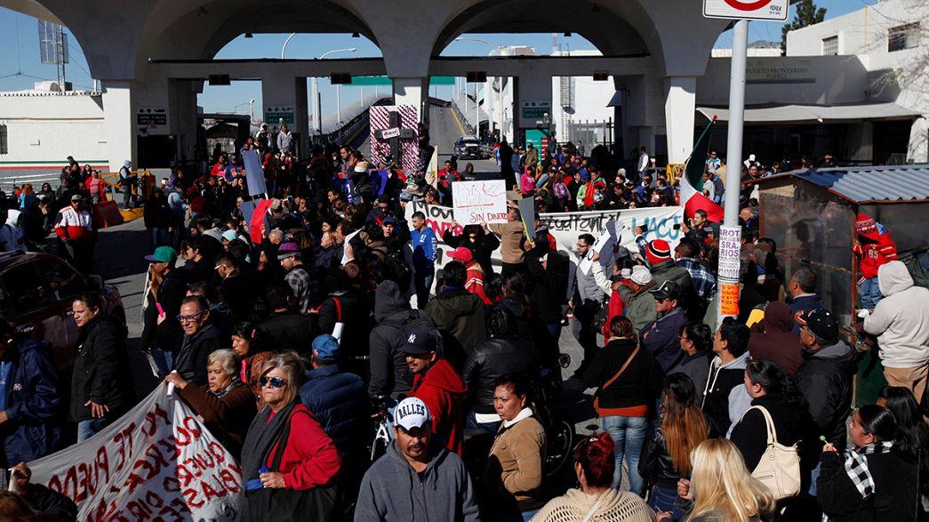"""México: miles protestan por el """"gasolinazo"""" frente al palacio presidencial"""