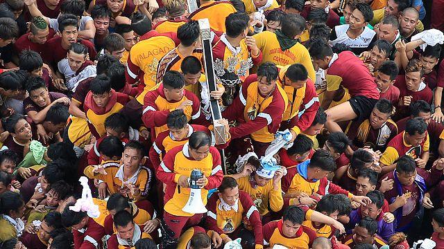"""Филиппины: чествование """"Черного Назаретянина"""""""