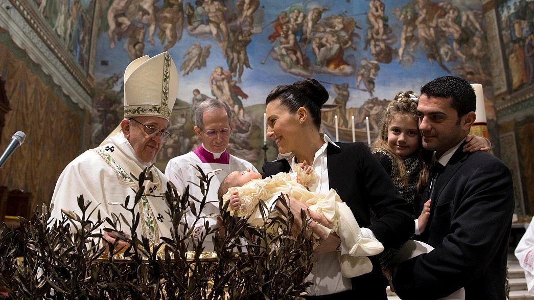 Papst Franziskus: Stillen während der Messe erlaubt
