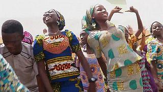 Une autre écolière de Chibok secourue par l'armée nigériane avec un bébé [no comment]