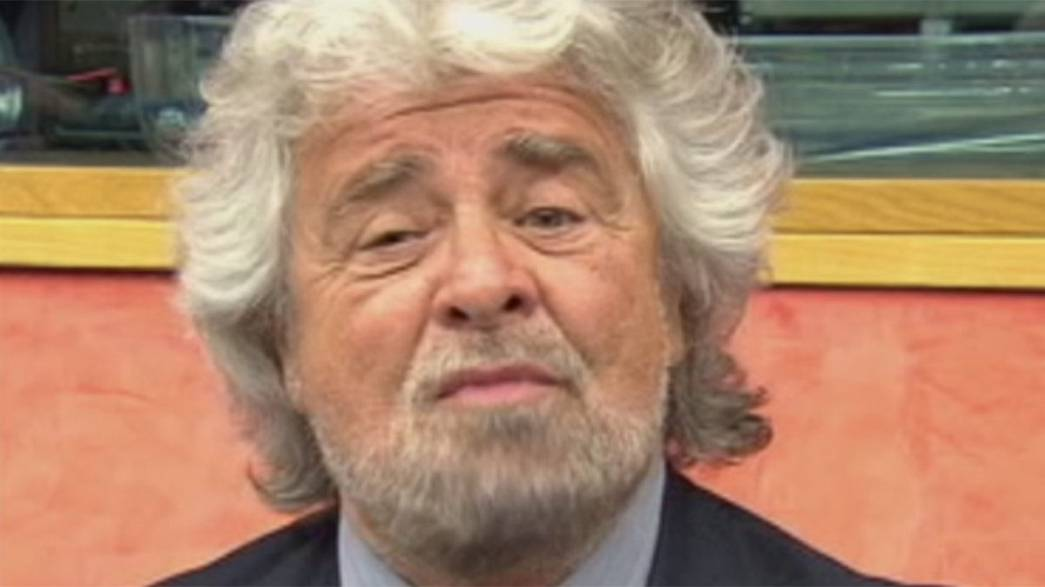 Европарламент: либералы отвергли Грилло, бросившего Фаража
