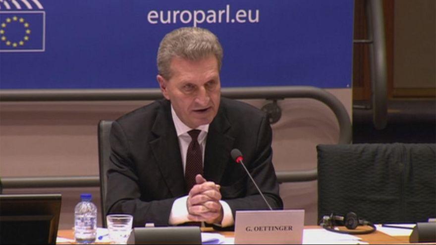 """Comissário Oettinger responde no PE sobre série de """"deslizes"""""""