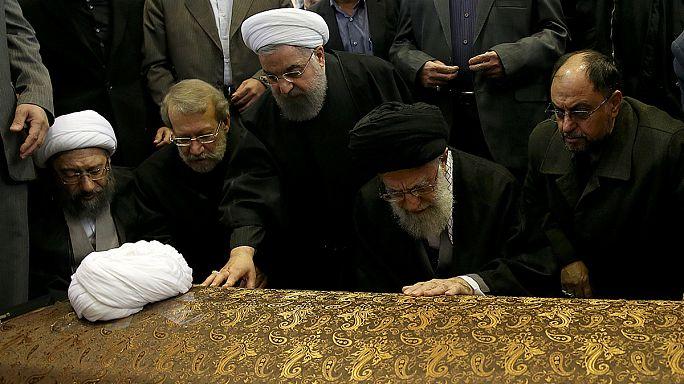 Irán: cientos de miles de personas en el funeral de Rafsanyaní
