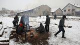 المهاجرون واللاجئون يصارعون البرد في صربيا والمجر