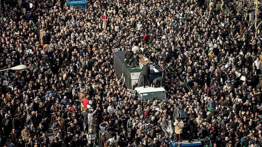 Multitudinaria y reivindicativa despedida al expresidente iraní Rafsanyaní