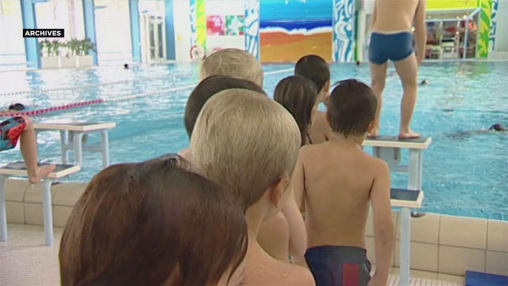 Швейцария: школьницы-мусульманки обязаны ходить в бассейн ...