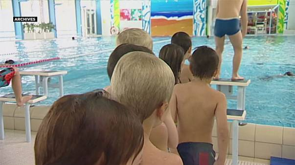 Nem úszhatnak külön medencében a muszlim lányok Svájban