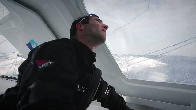Le Cléac'h holds onto lead despite Doldrums in Vendee Globe