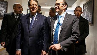 Dirigentes cipriotas gregos e turcos retomaram as negociações