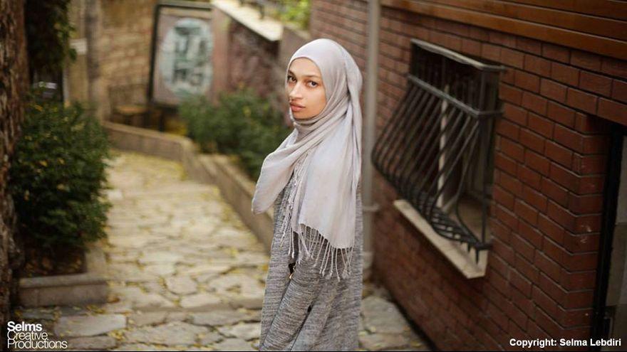"""Meriem Lebdiri (29) macht Mode """"für Frauen, die das Bedürfnis nach mehr Stoff haben"""""""