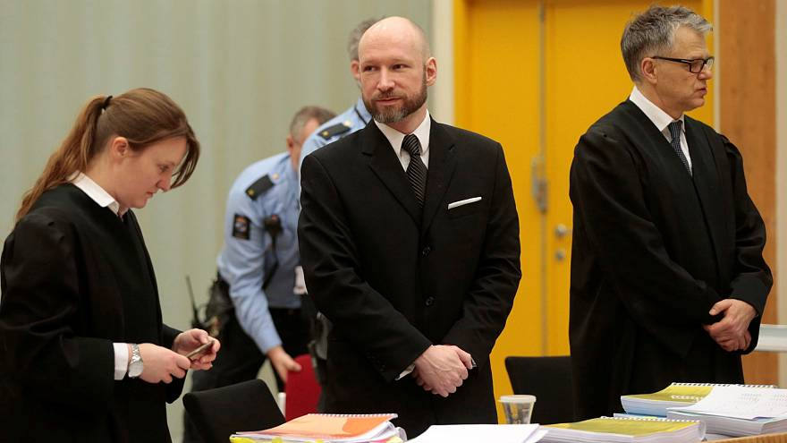 Breivik: no Nazi salute on day two of rights appeal hearing