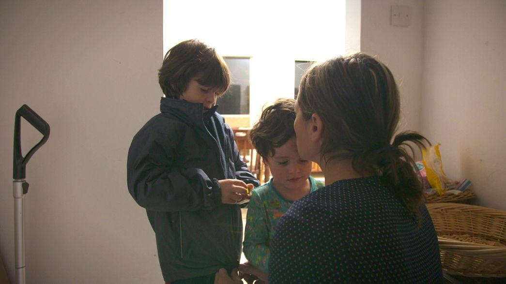 ایجاد تعادل میان زندگی حرفه ای و نگهداری از فرزندان، چالش پدر و مادرهای جوان اروپایی