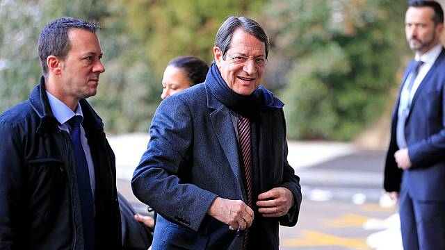 Reunificação de Chipre: Cipriotas turcos e cipriotas gregos trocam mapas em Genebra