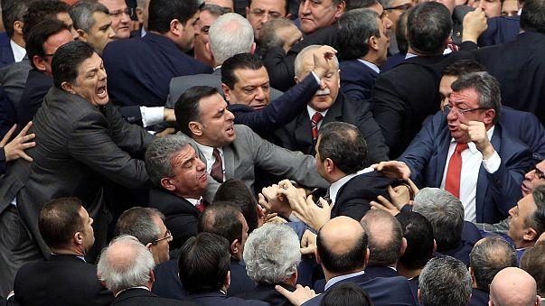 نمایندگان ترکیه در پارلمان کتک کاری کردند