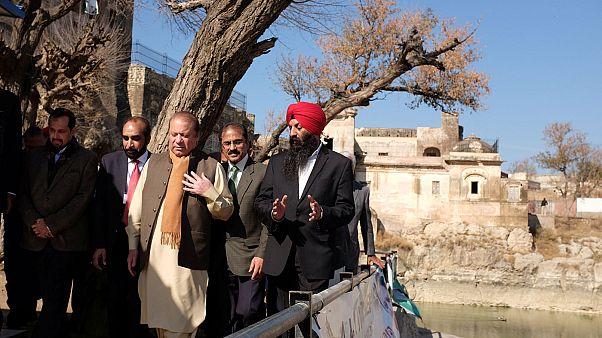 نواز شریف معبد مهم هندوها را پس از بازسازی افتتاح کرد