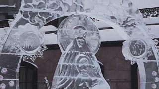 الكنيسة الأورثوذكسية في روسيا تنظم مسابقة في النحت على الجليد احتفالا بعيد ميلاد المسيح