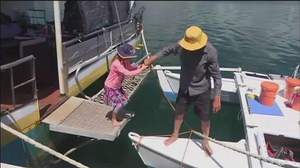 نجات معجزه آسای پدر و دختر پس از گم شدن در دریا