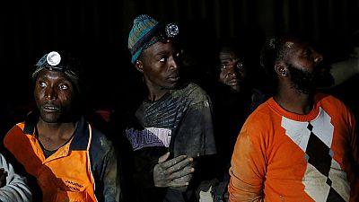 Afrique du Sud : des mineurs en grève à 2,4 km sous terre