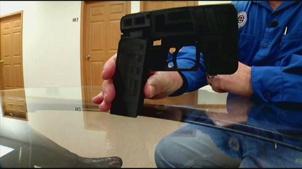 Gun disguised as iPhone alarms authorities