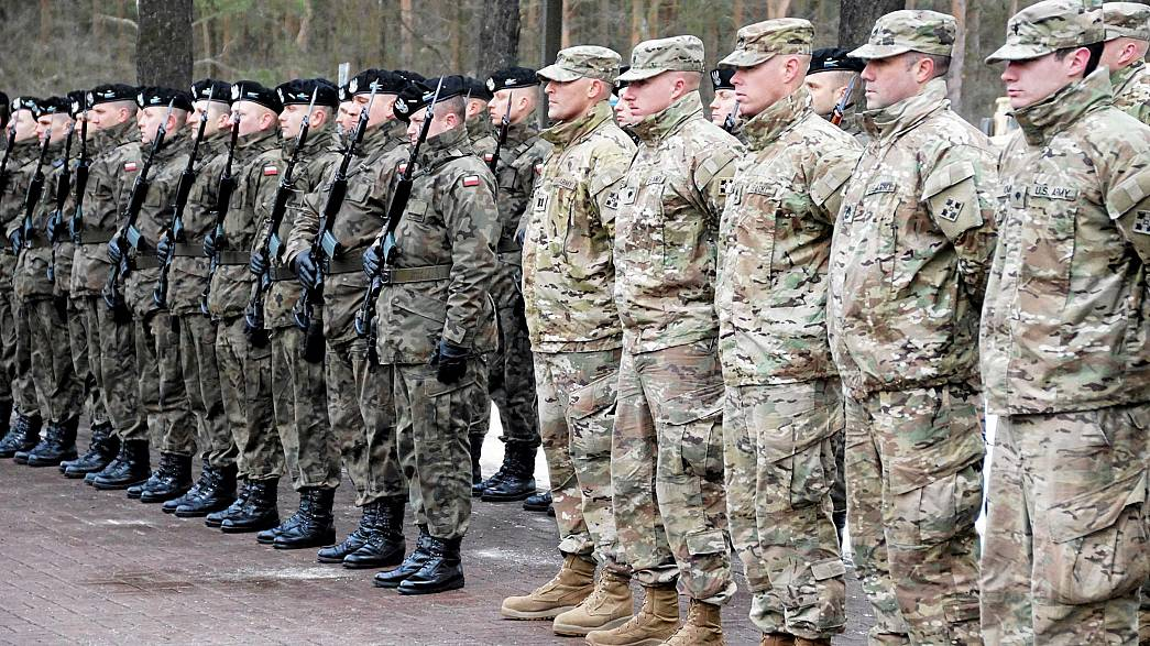 بدء وصول معدات عسكرية أمريكية إلى بولندا