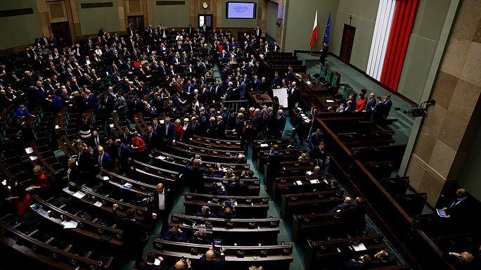 Folytathatja a munkát a lengyel parlament, véget ért az ülősztrájk