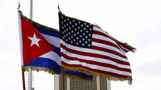 """EUA põe fim à política de """"pés secos, pés molhados"""" que permitia aos clandestinos cubanos de acederem à residência no país"""