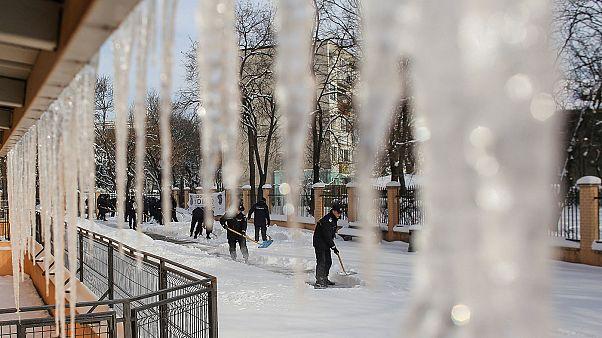 Rumänien: Verkehrschaos nach Schneestürmen