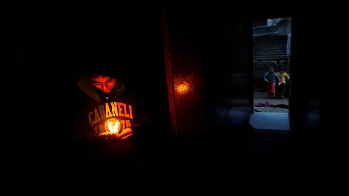 A folyamatos áramszünetek miatt tüntettek a Gázai övezetben