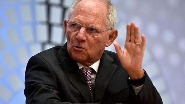 Griechenland und Steuermilliarden: Schäuble hat gut lachen - steht aber auch in der Kritik