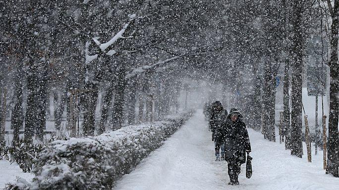 أوروبا تعيش حالة برد قطبي أودت بحياة اكثر من سبعين شخصاً