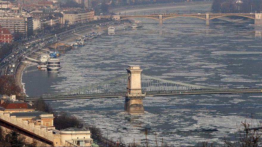 Europe : la vague de froid et d'intempéries fait plus de 60 morts