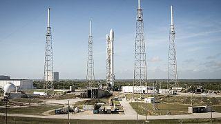 """صاروخ """"فالكون 9"""" ينتظر إشارة الإنطلاق"""