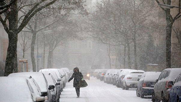 Непогода в Европе: снегопады, дожди и наводнения