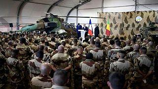 Visite de François Hollande aux troupes françaises et maliennes à Gao