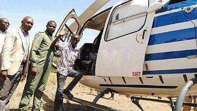 Kenya: un élève va à l'école en hélicoptère