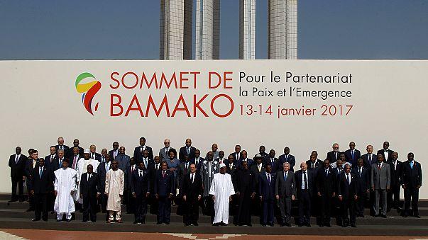 Bamakóban tárgyal a francia államfő