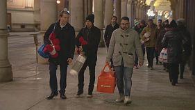 Dybala e Iturbe portano coperte ai senzatetto di Torino