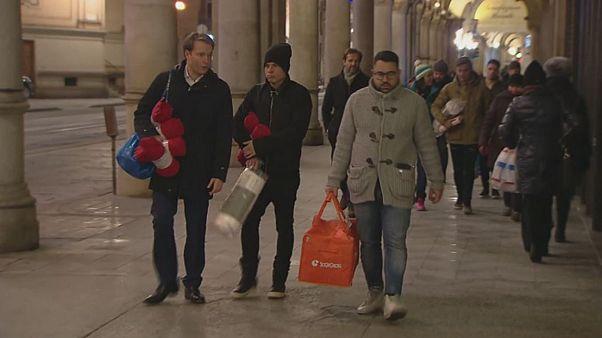 Fázó hajléktalanokon segített a két focista