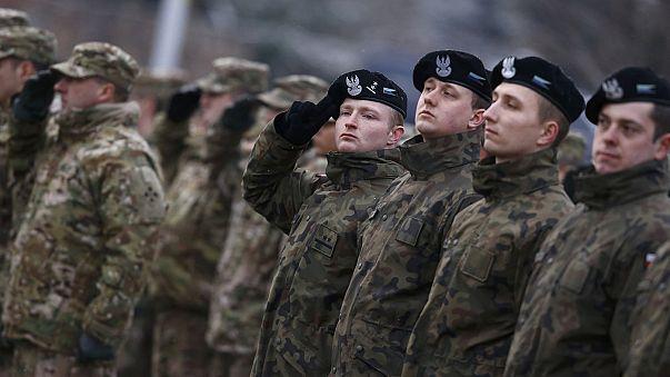 Polonya ABD askerlerini törenle karşıladı