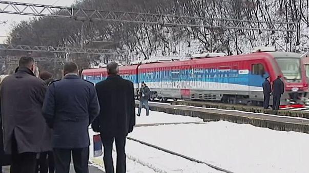 """""""Kosova Sırbistan'dır"""" sloganıyla Belgrad'dan yola çıkan tren Kosova'ya sokulmadı"""