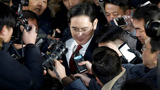 South Korea prosecutor to decide on Samsung leader's arrest warrant