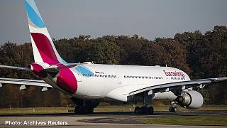 Falso allarme bomba su un aereo Eurowings in volo verso Colonia. Atterraggio di emergenza in Kuwait