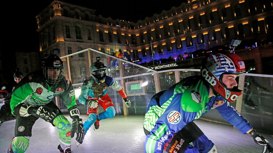 Le Crashed Ice investit le Vieux-Port de Marseille