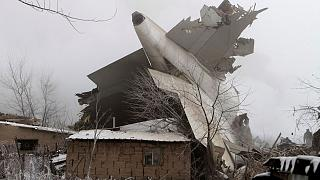 Lakóházakat tarolt le egy török tehergép a kirgiz fővárosban – rengeteg a halott