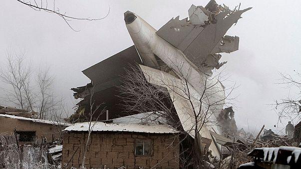Al menos 32 muertos al estrellarse un avión turco de carga en Kirguizistán