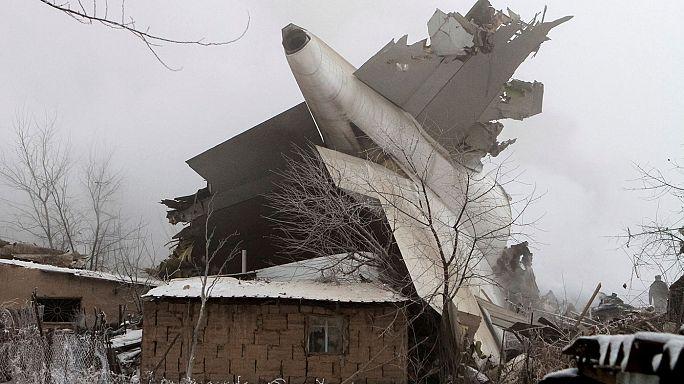 حوالي20 قتيلا بسبب تحطم طائرة شحن تركية في قيرغيزستان