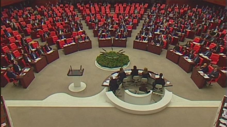 Turkey's parliament backs controversial constitutional changes