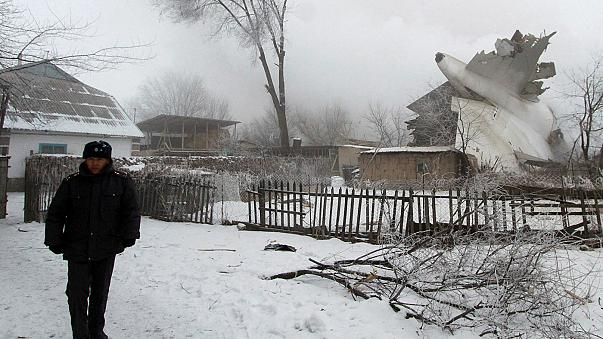 Al menos 37 muertos al estrellarse un avión en Kirguizistán